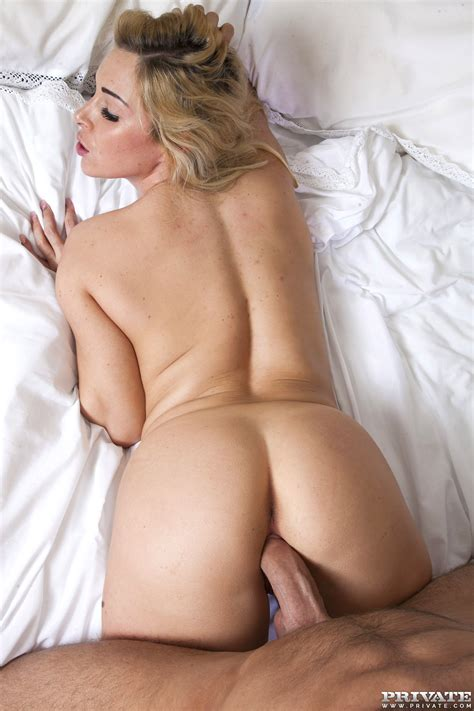 Massages Make Busty Babe Victoria Summers Horny - Web Porn Blog