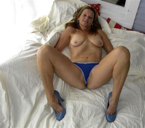 Amateur Hot American Milf Gilf Great Legs Update High