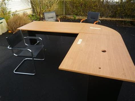 grand bureau angle grand bureau d 39 angle 2 x 2 4 m réversible à 110 14540