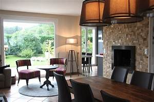 salle a manger avec vue sur la baie et la cuisine cheminee With deco cuisine avec fauteuil de salle À manger en cuir