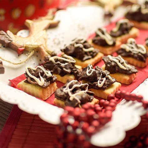 Knusprige Weihnachtsplätzchen Mit Schokocornflakes Und