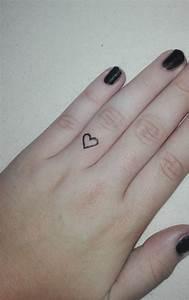 Finger Tattoo Herz : herztattoo am ringfinger stechen lassen tattoo herz ~ Frokenaadalensverden.com Haus und Dekorationen