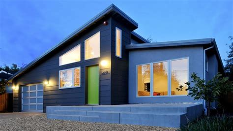 Modern Houses : Small Modern House With Cost Effective Accessories And