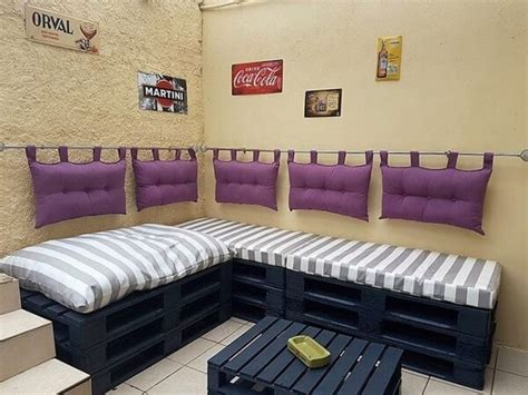 wonderfully simple wooden pallet couch projects pallets