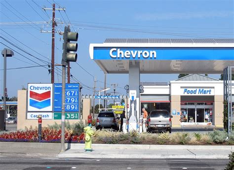 File:Newchevrongasstation.jpg - Wikimedia Commons