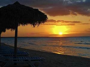 Cuban Sunset from the beach dinner - Picture of Memories ...