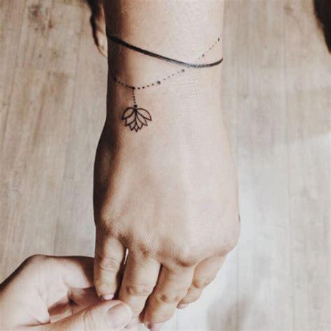 exemples  idees de tatouage bracelet unique