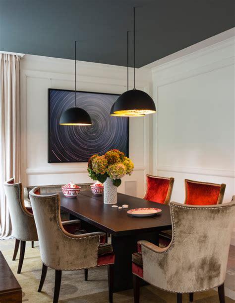 couleur plafond cuisine un plafond bleu foncé pour une salle à manger élégante