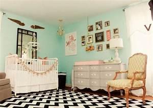 Schwarz Weißer Teppich : schwarz wei er kleiner teppich im kinderzimmer mintgr ne w nde interieur pinterest kids ~ Orissabook.com Haus und Dekorationen