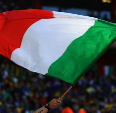 Im auto eines für städtische parks verantwortlichen. Fußball-Italien: Italien-Luxemburg nach Erdbeben abgesagt ...