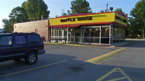 Chicago Waffle House by Waffle House Taking Reservations For S Day