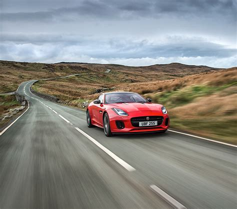 Jaguar F-type Gets A Four Cylinder Engine With 300 Hp