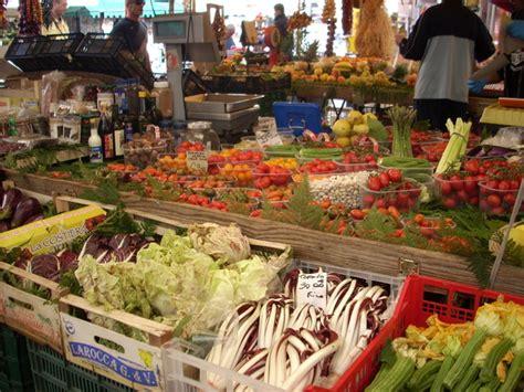 co di fiori rome ローマで良く食べられる前菜はこれ 花ズッキーニのフライ イタリア ローマ特派員ブログ 地球の歩き方
