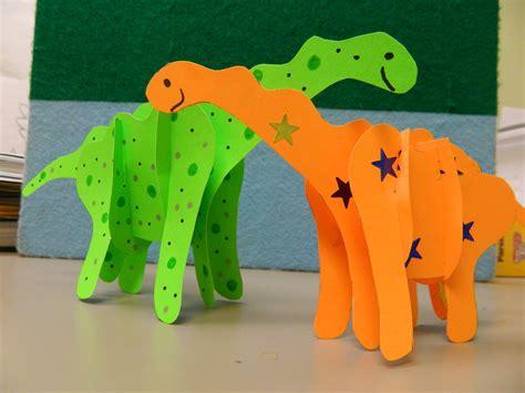 9 wonderful dinosaur crafts and activities for 540 | dinosaur craft 001