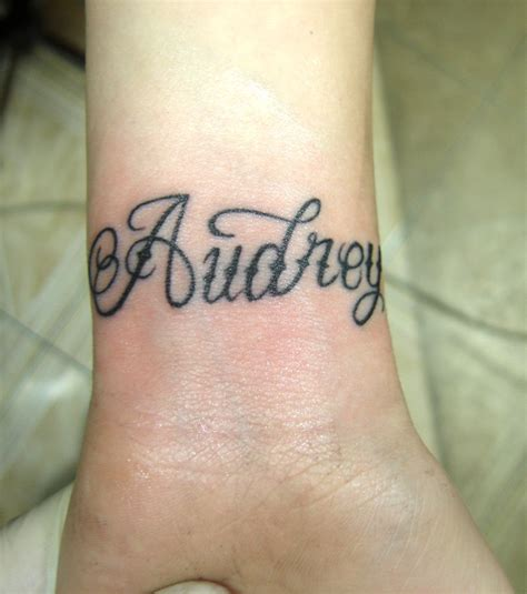 tatouage prénom poignet photo tatouage pr 233 nom poignet