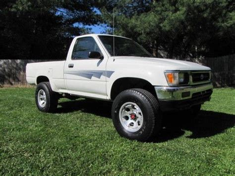 """Purchase Used 1992 Toyota Truck 4x4 Reg Cab 22re Mt Alum Wheels 31"""" Michelin Tires **look** In"""