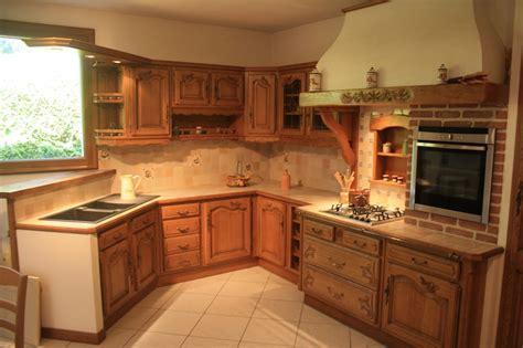 fabriquer plan de travail cuisine cuisine rustique en chêne massif sculpté cuisines liebart