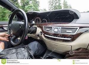 Prix D Une Geometrie Voiture : l 39 int rieur d 39 une voiture image stock image du int rieur cornement 32738569 ~ Medecine-chirurgie-esthetiques.com Avis de Voitures