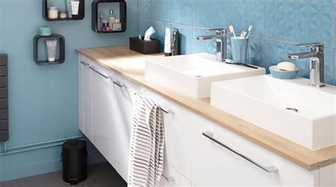 utiliser meuble cuisine pour salle de bain carrelage plan de travail cuisine le plan de travail en