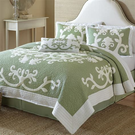 Ailani Cotton Hawaiian Inspired Quilt Bedding Quilt