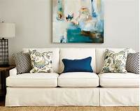 throw pillows for couch Guide to Choosing Throw Pillows - How To Decorate