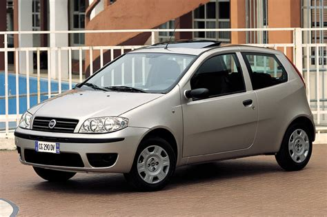 fiat punto  classic manual  door specs cars datacom
