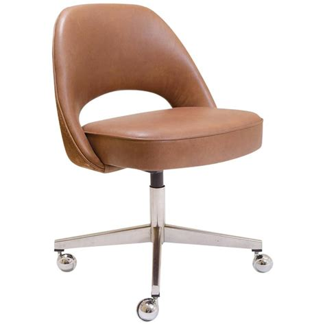 saarinen executive armless chair in saddle leather and