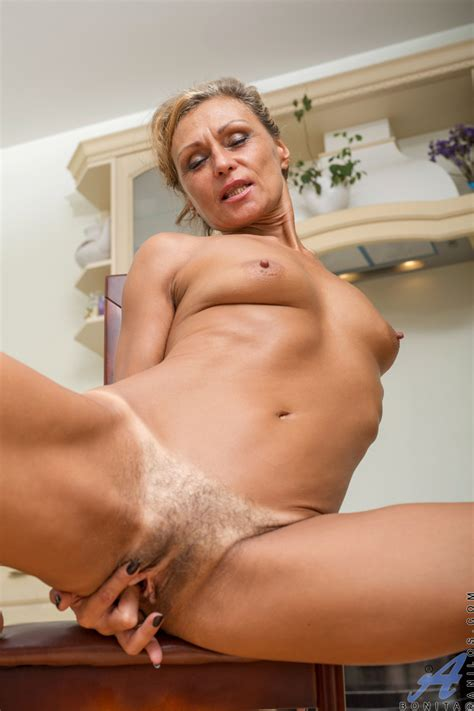 Older Housewife With Tiny Tits Fingers Spreads Her Bush In Her Nude Debut