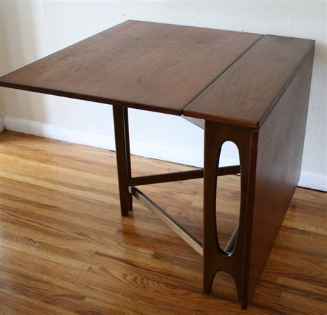 Clever Folding Dining Table to Save More Space of Small