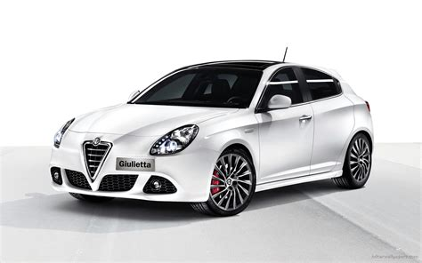 2011 Alfa Romeo Giulietta Wallpaper