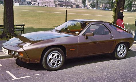 File:Porsche 928 Parkers Piece.JPG - Wikimedia Commons