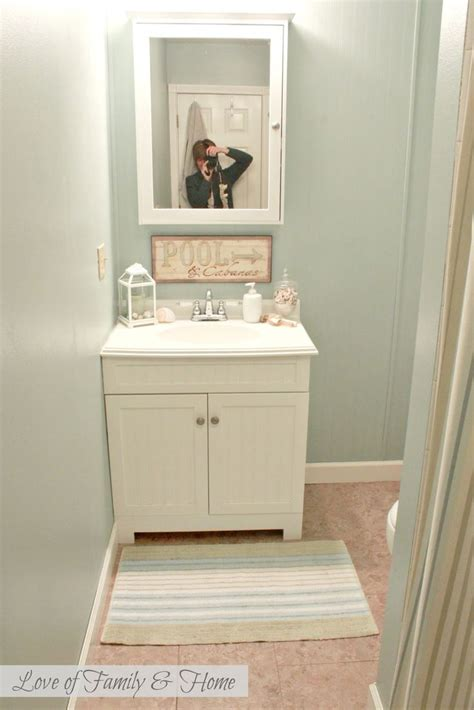 Best Color To Paint A Small Bathroom by 17 Best Ideas About Small Bathroom Paint On