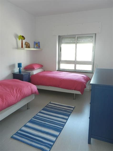 small room  twin beds apartment layout apartment