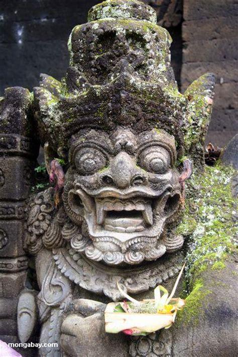 statue  puri saren agung palace  offering ubud bali