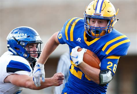 Snyder redeems himself as Wilson football snaps 12-game ...