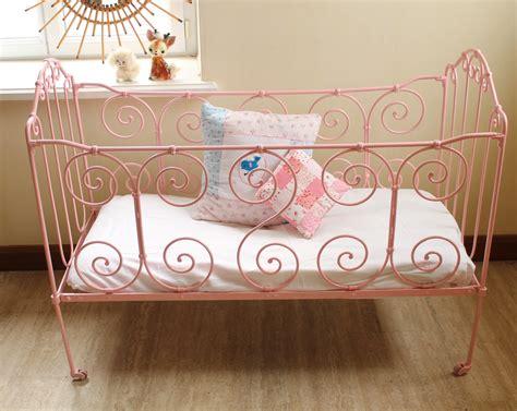 chambre fer forgé petit lit bébé en fer forgé vintage chambre d 39 enfant de