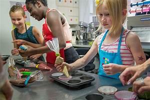Activite Enfant 1 An : activit de d coration de biscuits pour une f te d enfants ~ Melissatoandfro.com Idées de Décoration
