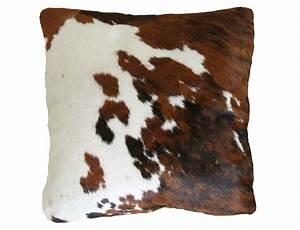 Coussin en peau de vache normande double face for Tapis peau de vache avec coussin de canapé 60 x 60