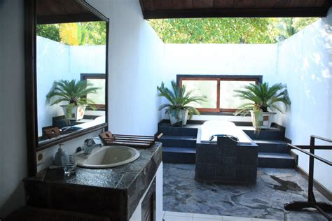 Outdoors Bathroom : 33 Outdoor Bathroom Design And Ideas