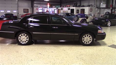2011 Lincoln Town Car by 2011 Lincoln Town Car Signature