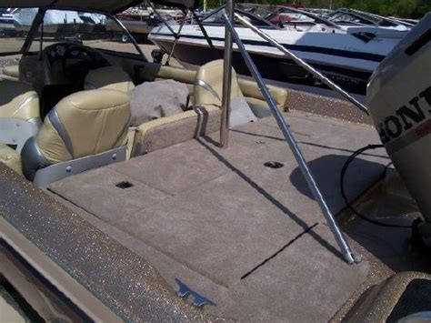Boat Carpet Outlet Phone Number by 2002 Vip 190 Combo Boats Yachts For Sale