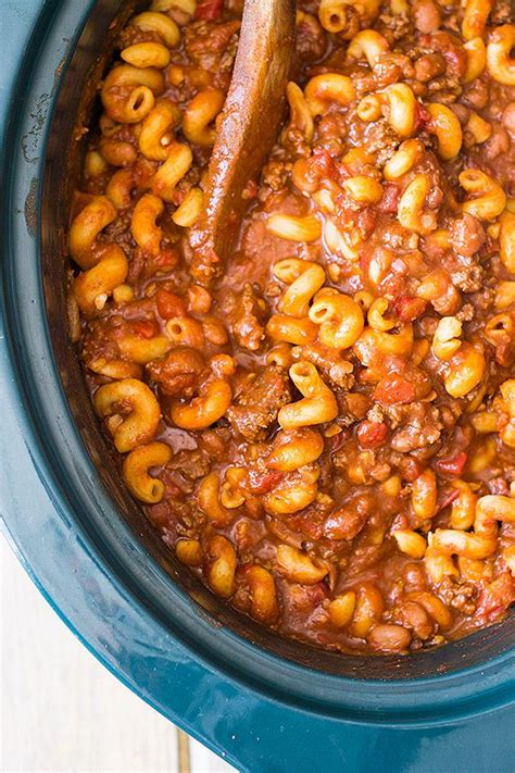 easy crock pot dishes slow cooker chili mac is an easy comforting dish made right in your crock pot www