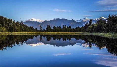 唯美新西兰的镜湖风景壁纸 -桌面天下(Desktx.com)