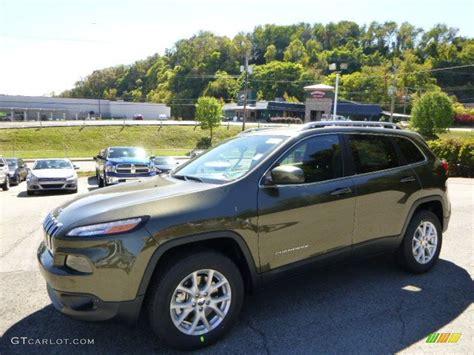 green jeep cherokee 2015 2015 eco green pearl jeep cherokee latitude 4x4 97645832