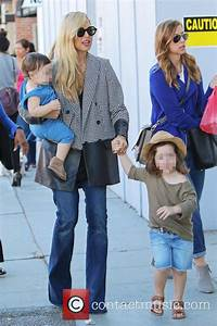 Rachel Zoe - Rachel Zoe takes her two sons to get some ...