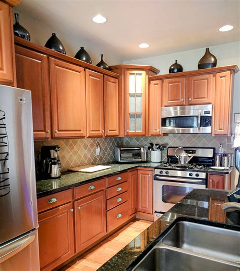 pics of kitchen cabinets with hardware how to beautify your kitchen cabinets with new hardware