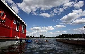 Haus Auf Dem Wasser : mit dem haus auf dem wasser unterwegs anlegen wo es einem gef llt schwimen chillen bunbo ~ Markanthonyermac.com Haus und Dekorationen