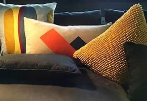 Kissen Für Sofa : farbenfrohe kissen auf deinem sofa wohnblog mokowo ~ Frokenaadalensverden.com Haus und Dekorationen