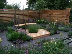 kleingarten anlegen sitzecke gestalten modern blumen With garten planen mit balkon beleuchtung ideen