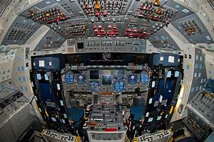 Flight Deck of the Space Shuttle Discovery photos ...